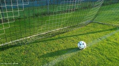 Fußballplatz2_by_Hasan Anac_pixelio.de